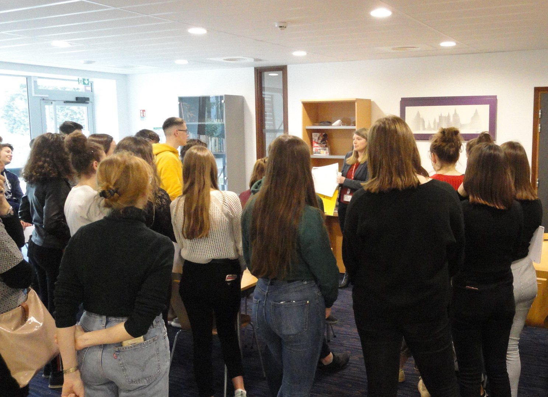 visite d'élèves aux archives